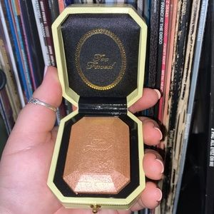 Too Faced Diamond Highlighter - Canary